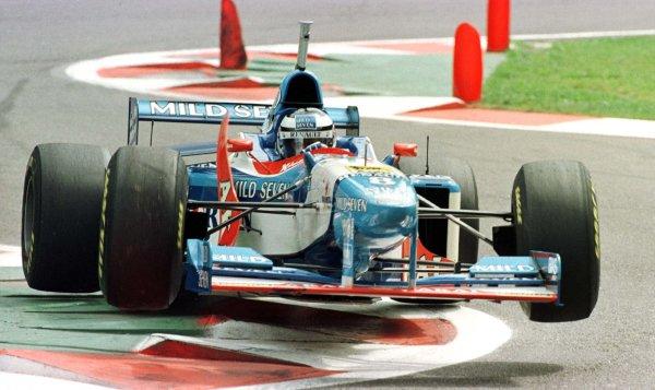 1997 Belgian Grand Prix.Spa-Francorchamps, Belgium.22-24 August 1997.Gerhard Berger (Benetton 197 Renault).World Copyright - Tee/LAT Photographic