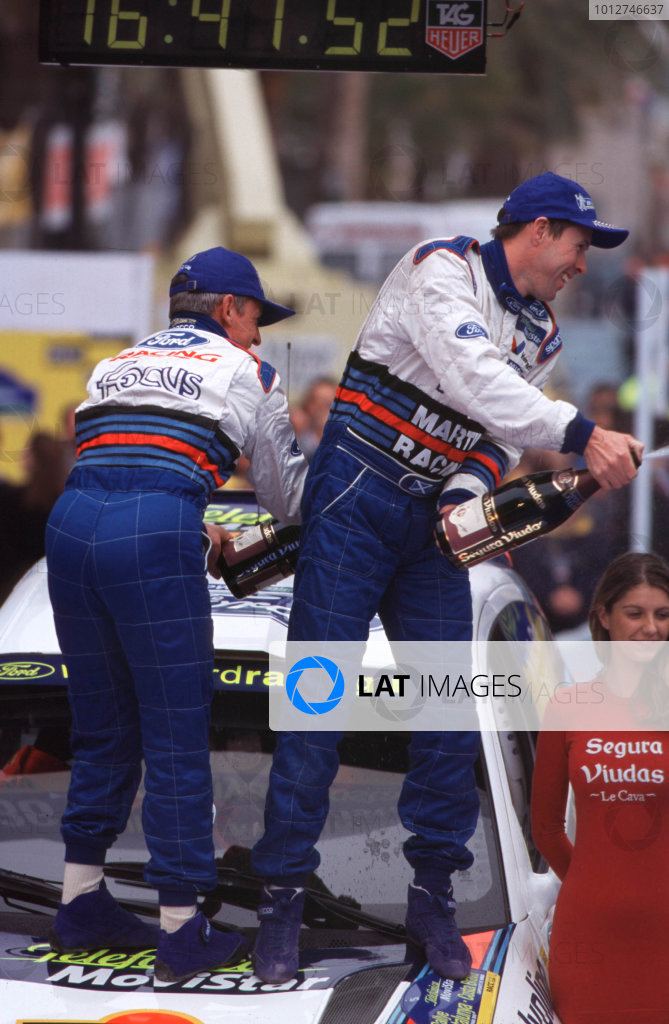 2000 World Rally ChampionshipCatalunya Rally, Spain30 March - 2 April 2000Colin McRae and Nicky Grist (Ford Focus WRC)1st Position. McRae and Grist celebrate on the podium.World Copyright LAT Photographic