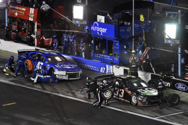 #33: Austin Cindric, Team Penske, Ford Mustang Verizon 5G and #47: Ricky Stenhouse Jr., JTG Daugherty Racing, Chevrolet Camaro Kroger/NOS Energy Drink