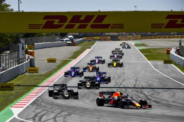 Pierre Gasly, Red Bull Racing RB15, leads Romain Grosjean, Haas VF-19, Kevin Magnussen, Haas VF-19, Daniil Kvyat, Toro Rosso STR14, Alexander Albon, Toro Rosso STR14, and Carlos Sainz Jr., McLaren MCL34