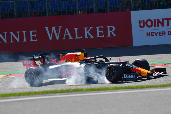 Max Verstappen, Red Bull Racing RB15, locks-up at the Bus Stop