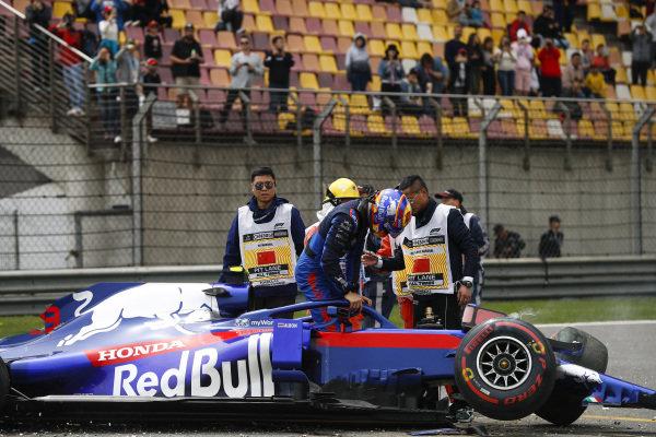 Aftermath of Alexander Albon, Toro Rosso STR14 crash in FP3