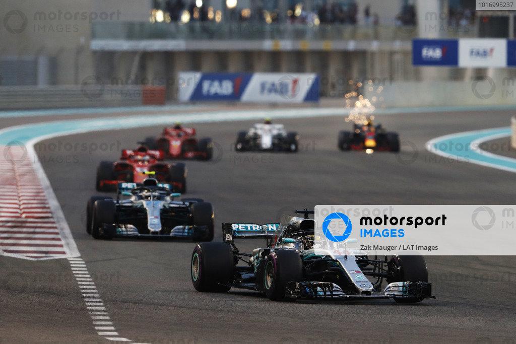 Lewis Hamilton, Mercedes AMG F1 W09 EQ Power+, leads Valtteri Bottas, Mercedes AMG F1 W09 EQ Power+, Sebastian Vettel, Ferrari SF71H, Kimi Raikkonen, Ferrari SF71H, Charles Leclerc, Sauber C37 Ferrari, and Daniel Ricciardo, Red Bull Racing RB14