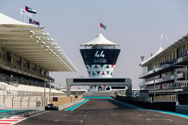 2015 GP2 Series Test 3. Yas Marina Circuit, Abu Dhabi, United Arab Emirates. Thursday 3 December 2015. Dean Stoneman (GBR, Carlin). World Copyright: Zak Mauger/LAT Photographic. ref: Digital Image _L0U2105