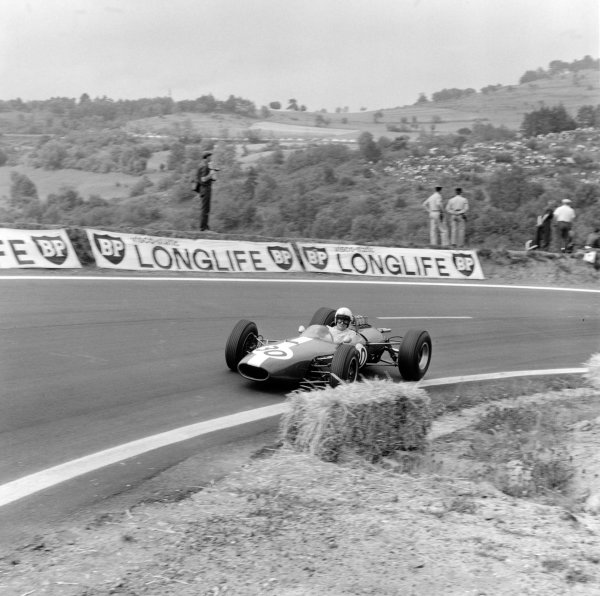 1965 French Grand Prix.Charade, Clermont-Ferrand, France.25-27 June 1965.Bob Anderson (Brabham BT11), 9th position and retired, action.World Copyright - LAT Photographic.Ref: 29624.