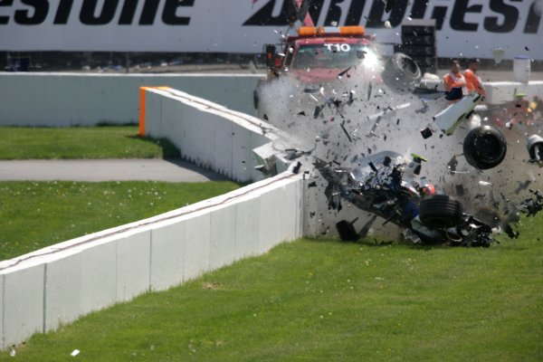 2007 Canadian Grand Prix - Sunday RaceMontreal, Canada.10th June 2007.Robert Kubica, BMW Sauber F1 07. Crashes heavily during the race. Action. World Copyright: Andrew Ferraro/LAT Photographicref: Digital Image VY9E5896