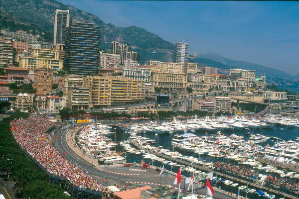 Monte Carlo, Monaco. 29th May 2001. Race fans along with the Rich and Famous cram into the Principality for the race.World Copyright: Michael Cooper/LAT Photographic ref: 35mm Priority Image 01MON17