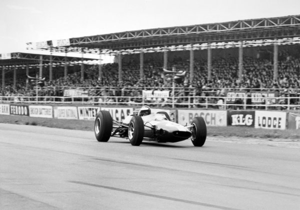 1965 British Grand Prix.Silverstone, Great Britain. 10 July 1965.Jim Clark, Lotus 33-Climax, 1st position, action.World Copyright: LAT Photographic