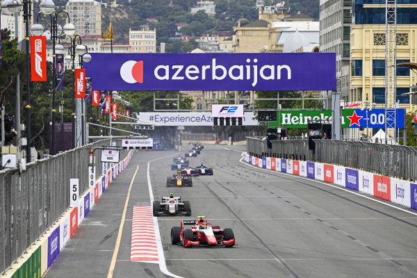 Oscar Piastri (AUS, Prema Racing) and Ralph Boschung (CHE, Campos Racing)