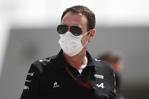 A member of the Alpine F1 team