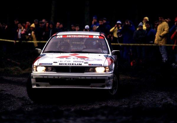 1989 World Rally Championship.  Lombard RAC Rally, Great Britain. 19-23 November 1989.  Pentti Airikkala / Ronan McNamee (Mitsubishi Galant VR-4), 1st position, action. World Copyright: LAT Photographic