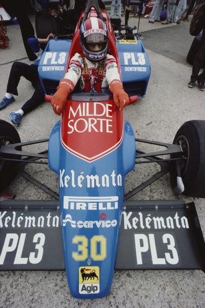 Jo Gartner, Osella FA1F Alfa Romeo, in the pits during practice.