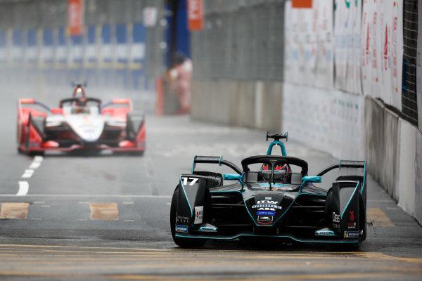 Gary Paffett (GBR), HWA Racelab, VFE-05 leads Pascal Wehrlein (DEU), Mahindra Racing, M5 Electro