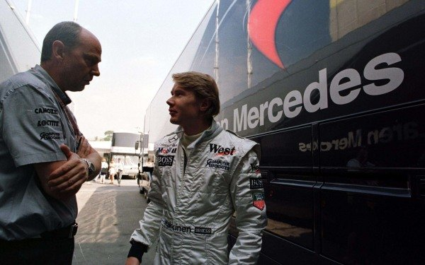 1997 Spanish Grand Prix.Catalunya, Barcelona, Spain.23-25 May 1997.Mika Hakkinen (McLaren-Mercedes-Benz) talks to his chief engineer Steve Hallam.World Copyright - Tee/LAT Photographic