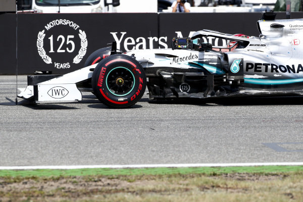 Pole Sitter Lewis Hamilton, Mercedes AMG F1 drives into Parc Ferme
