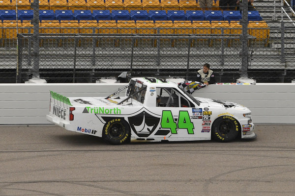 #44: Ross Chastain, Niece Motorsports, Chevrolet Silverado TruNorth/Paul Jr. Designs checkered flag
