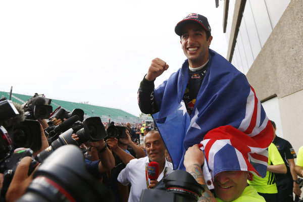 Circuit Gilles Villeneuve, Montreal, Canada. Sunday 8 June 2014. Daniel Ricciardo, Red Bull Racing, 1st Position, celebrates his maiden win with his team. World Copyright: Andy Hone/LAT Photographic. ref: Digital Image _ONZ3811
