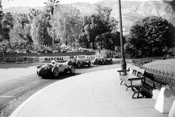 1955 Monaco Grand Prix Monte Carlo, Monaco. 22 May 1955 Giuseppe Farina, Ferrari 625/555, 4th position, leads Maurice Trintignant, Ferrari 625/555, 1st position, and Roberto Mieres, Maserati 250F, retired, in Casino Square, action World Copyright: LAT PhotographicRef: Autosport b&w print