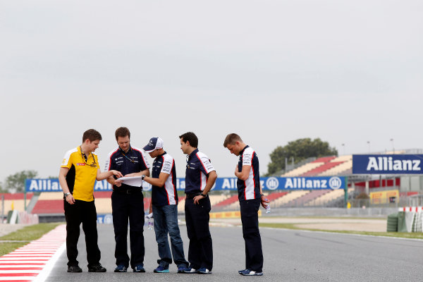 Circuit de Catalunya, Barcelona, Spain 9th May 2013 Pastor Maldonado, Williams F1, and a number of Williams team mates walk the track. World Copyright: Charles Coates/LAT Photographic ref: Digital Image _N7T7563