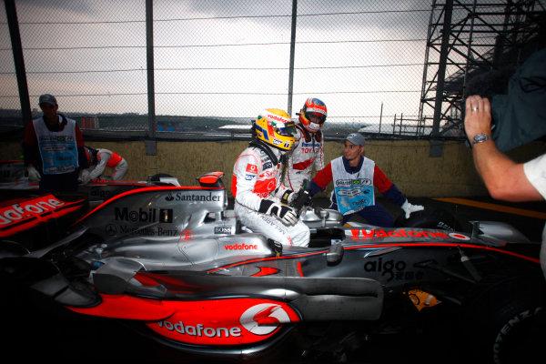 Interlagos, Sao Paulo, Brazil2nd November 2008Lewis Hamilton, McLaren MP4-23 Mercedes, 5th position, climbs from his car. Portrait. Helmets. Finish. World Copyright: Steven Tee/LAT Photographic ref: Digital Image _I4V4957