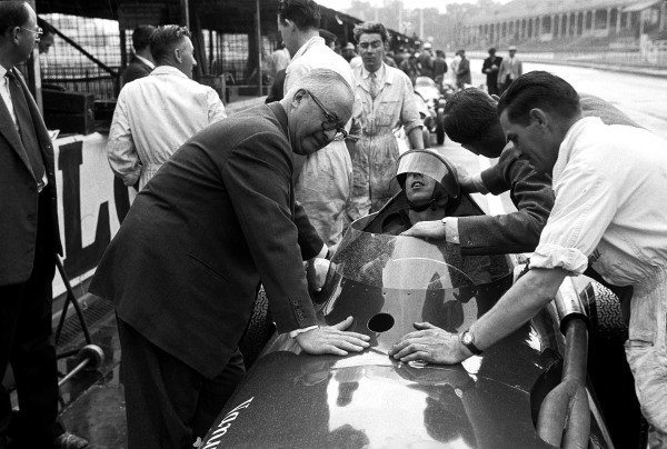 Aintree, England. 18th - 20th July 1957.Tony Brooks (Vanwall VW4), feeling very ill, handed his car over to Stirling Moss to win, action. World Copyright: LAT Photographic.Ref: B/W Print