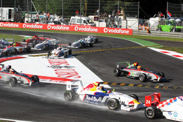 Carlos Sainz Jnr (ESP) Eurointernational at the start of the race. Formula BMW Europe, Rds 12 & 13, Monza, Italy, 10-12 September 2010.