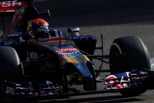 Yas Marina Circuit, Abu Dhabi, United Arab Emirates. Wednesday 26 November 2014. Max Verstappen, Toro Rosso STR9 Renault.  World Copyright: Sam Bloxham/LAT Photographic. ref: Digital Image _G7C8696