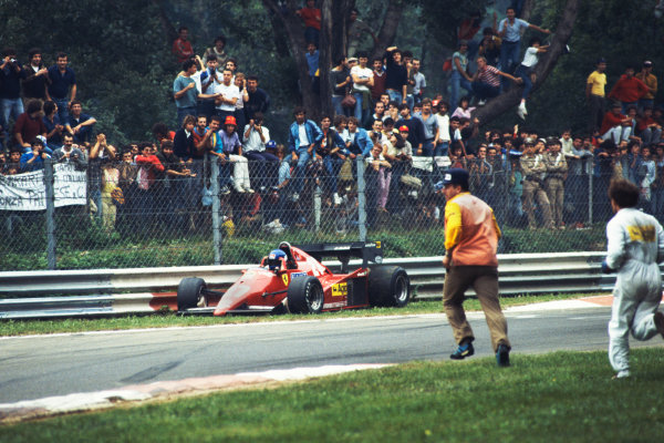1983 Italian Grand Prix  Monza, Italy. 9-11 September 1983.  Marshals run to the assistance of Patrick Tambay, Ferrari 126C3, after a spin.  Ref: 83ITA04. World Copyright: LAT Photographic