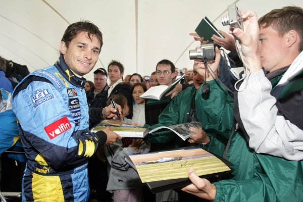 2006 Goodwood Festival of Speed.Goodwood Estate, West Sussex. 7th - 9th July 2006.Giancarlo Fisichella signs autographs.World Copyright: Gary Hawkins/LAT Photographic.ref: Digital Image Only.