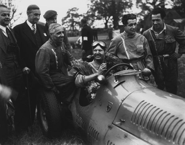 1949 British Grand Prix. Silverstone, Great Britain. 14th May 1949. Emmanuel de Graffenried ( Maserati 4CLT) 1st position, with his mechanics in the paddock, portrait.  World Copyright: LAT Photographic. Ref:  Autocar Glass Plate C24265.