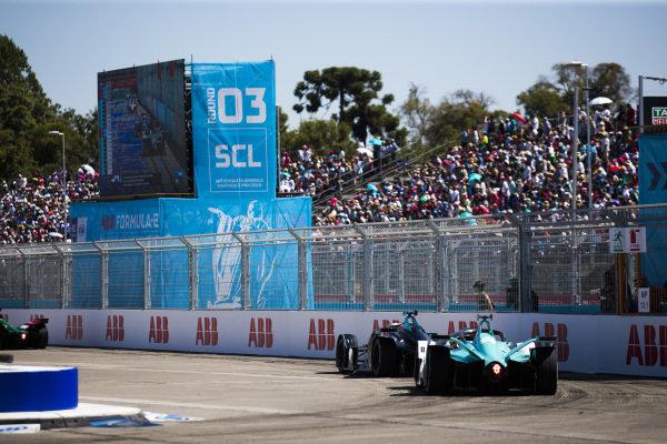 Gary Paffett (GBR), HWA Racelab, VFE-05 leads Oliver Turvey (GBR), NIO Formula E Team, NIO Sport 004