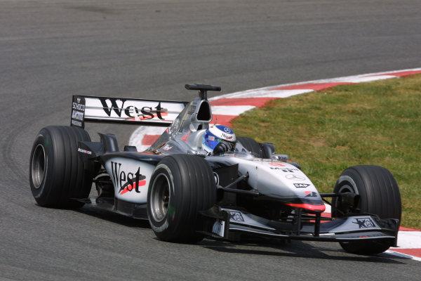 2001 Spanish Grand PrixCatalunya, Barcelona, Spain. 27-29 April 2001.Mika Hakkinen (McLaren MP4/16 Mercedes).World Copyright - LAT Photographicref: 8 9 MB Digital File