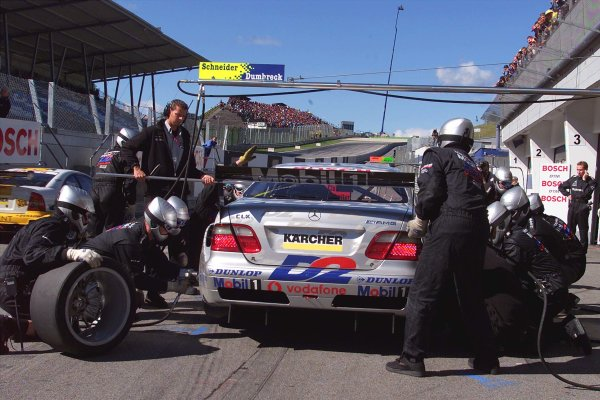 2001 DTM ChampionshipA1 Ring, Austria. 8th - 9th September 2001.Peter Dumbreck, AMG Mercedes Benz CLK, pitstop.World Copyright: G. & H. M-ller/ASA?LAT Photographicref: Digital Image Only