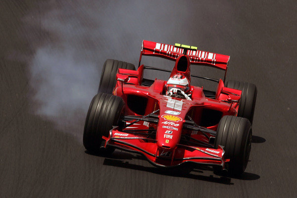 Kimi Raikkonen (FIN) Ferrari F2007 locks up. Formula One World Championship, Rd17, Brazilian Grand Prix, Qualifying Day, Interlagos, Sao Paulo, Brazil, Saturday 20 October 2007. BEST IMAGE