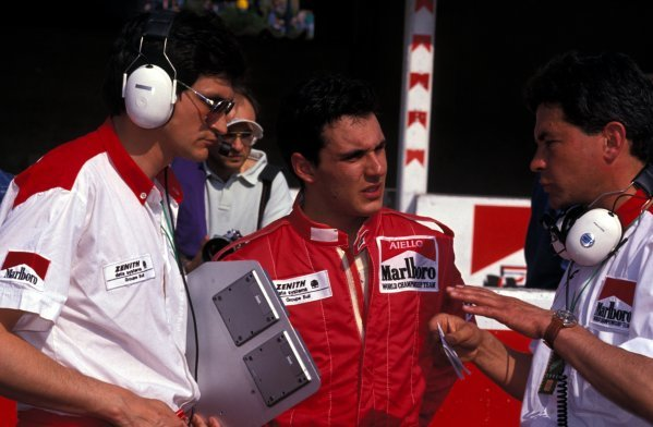 Laurent Aiello (FRA) DAMS chats with his engineers including Race Engineer Jacky Eeckelaert (BEL, left).
