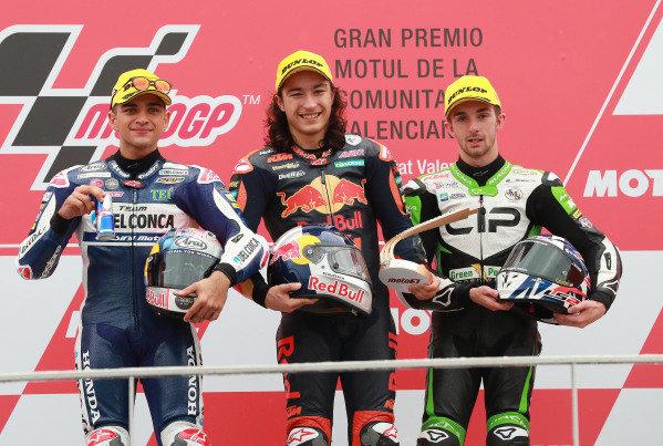 Podium: race winner Can Oncu, Red Bull KTM Ajo, second place Jorge Martin, Del Conca Gresini Racing, third place John McPhee, CIP Green Power.