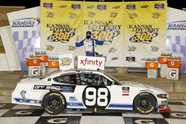 #98: Chase Briscoe, Stewart-Haas Racing, Ford Mustang Ford Performance Racing School in victory lane