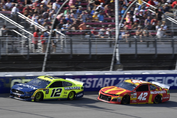#12: Ryan Blaney, Team Penske, Ford Mustang Menards/Moen and #42: Kyle Larson, Chip Ganassi Racing, Chevrolet Camaro McDonald's
