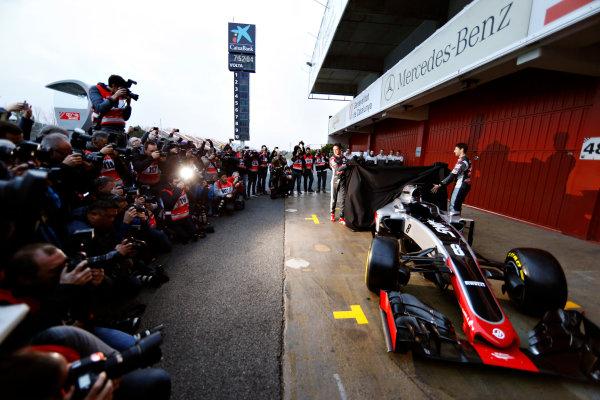 Circuit de Catalunya, Barcelona, Spain Monday 22 February 2016. Romain Grosjean, Haas F1, and Esteban Gutierrez, Haas F1, unveil the Haas VF-16 Ferrari. World Copyright: Glenn Dunbar/LAT Photographic ref: Digital Image _89P3879