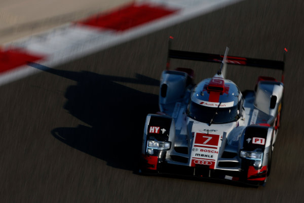 2015 FIA World Endurance Championship Bahrain 6-Hours Bahrain International Circuit, Bahrain Saturday 21 November 2015. Marcel F?ssler, Andr? Lotterer, Beno?t Tr?luyer (#7 LMP1 Audi Sport Team Joest Audi R18 e-tron quattro). World Copyright: Alastair Staley/LAT Photographic ref: Digital Image _79P0433