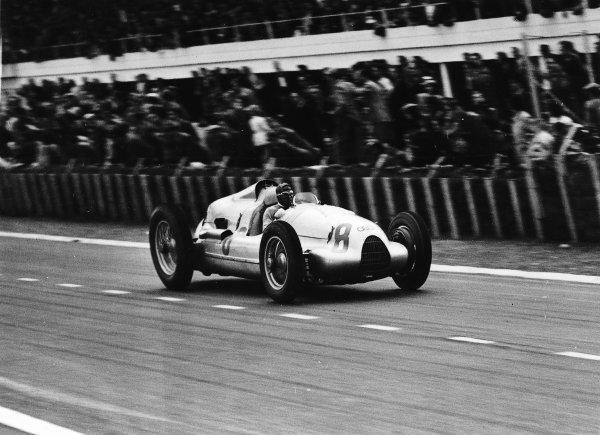 Reims-Gueux, France.9 July 1939.Tazio Nuvolari (Auto Union D-typ).Ref-Autocar C17850.World Copyright - LAT Photographic