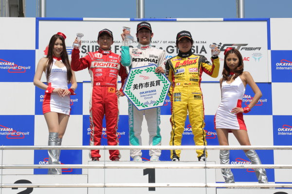 Okayama, Japan. 29th - 30th June 2013 Rd 3 Winner Yuichi Nakayama (Petronas Team TOM'S Spirit) on the podium with Katsumasa Chiyo (B-MAX Engineering) and Tomoki Nojiri (Toda Racing). World Copyright: Yasushi Ishihara/LAT Photographic Ref: Digital Image 2013JF3_Rd6_006