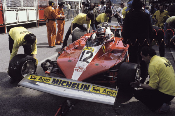 Monte-Carlo, Monaco. 5th - 7th May 1978.Gilles Villeneuve (Ferrari 312T3), retired due to a front tyre bursting, pit stop, action.World Copyright:  LAT Photographic.Ref: 78MON33.