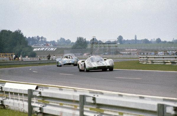 Le Mans, France. 10-11 June 1972.Peter Mattli/Herve Bayard/Walter Brun (Porsche 907) leads Henri Pescarolo/Graham Hill (Matra-Simca MS670). Pescarolo/Hill finished in 1st position.World Copyright: LAT PhotographicRef: 72LM01
