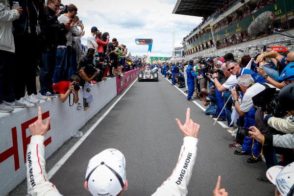 2016 Le Mans 24 Hours. Circuit de la Sarthe, Le Mans, France. Porsche Team / Porsche 919 Hybrid - Romain Dumas (FRA), Neel Jani (CHE), Marc Lieb (DEU).  Sunday 19 June 2016 Photo: Adam Warner / LAT ref: Digital Image _L5R7795