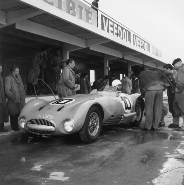 Montlhery, Paris. 10th June 1956 Robert Manzon/Andre Guelfi (Gordini T24S), retired, in the pits, action. World Copyright: LAT Photographic Ref:  535.