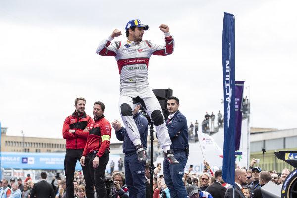 Lucas Di Grassi (BRA), Audi Sport ABT Schaeffler, 1st position, jumps on the podium