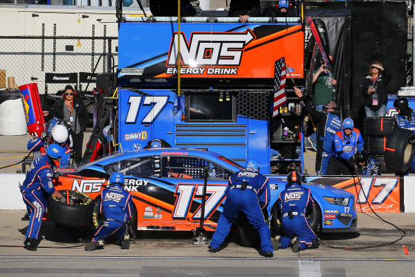 #17: Ricky Stenhouse Jr., Roush Fenway Racing, Ford Mustang NOS Energy pit stop