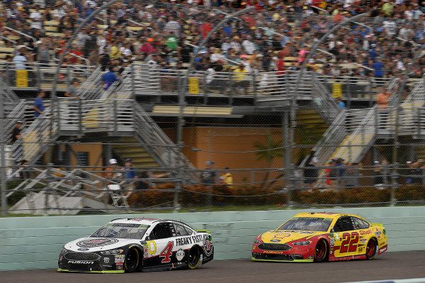 #4: Kevin Harvick, Stewart-Haas Racing, Ford Fusion Jimmy John's and #22: Joey Logano, Team Penske, Ford Fusion Shell Pennzoil