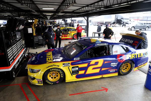 Crew work on the car of Brad Keselowski, Team Penske Ford PIRTEK, Copyright: Chris Graythen/Getty Images.